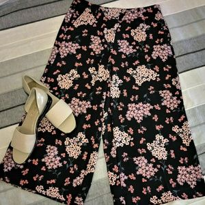 LOFT Outlet Floral Multi Navy Goucho Style Pants